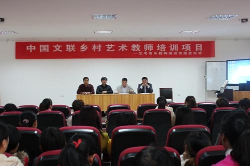 河南省文联文艺志愿服务中心主任、河南神文艺志愿者协会秘书长申慧生在结仪式上讲话
